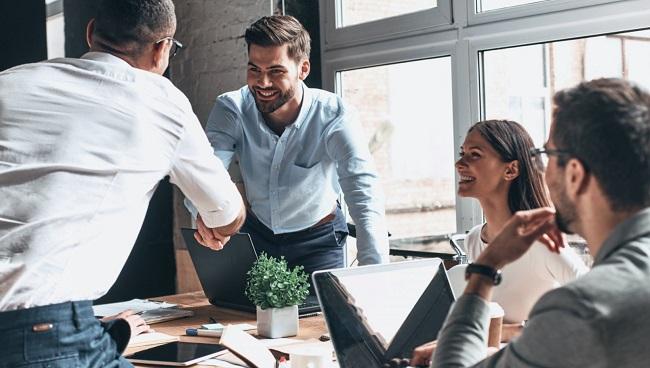 Mối quan hệ giữa Employee và Employer là gì?