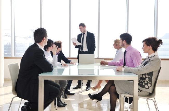 Giám đốc điều hành chịu trách nhiệm báo cáo với ban giám đốc